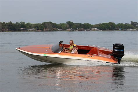 glastron boats carlson classic crush glastron cvx 16 means fun and friends acbs