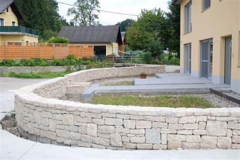 Weber Vorgarten Mit Steinmauer