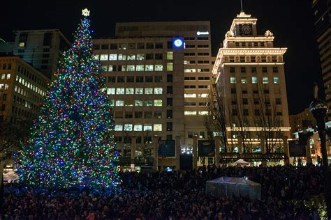 photos 2016 portland tree lighting at pioneer square kmtr