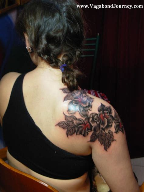 tribal tattoos for women on shoulder shoulder tribal flower tattoos for