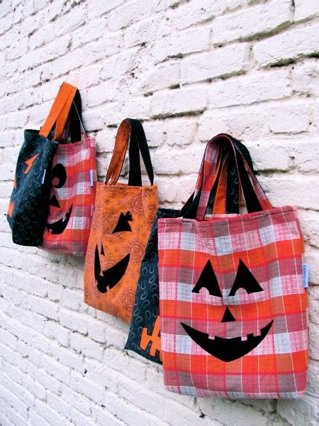 Chic Wylde Bag Of Tricks by Primitive Trick Or Treat Bag O Lantern