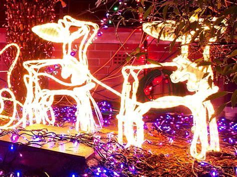 interlochen christmas lights arlington tx arlington s interlochen neighborhood lights up 171 cbs