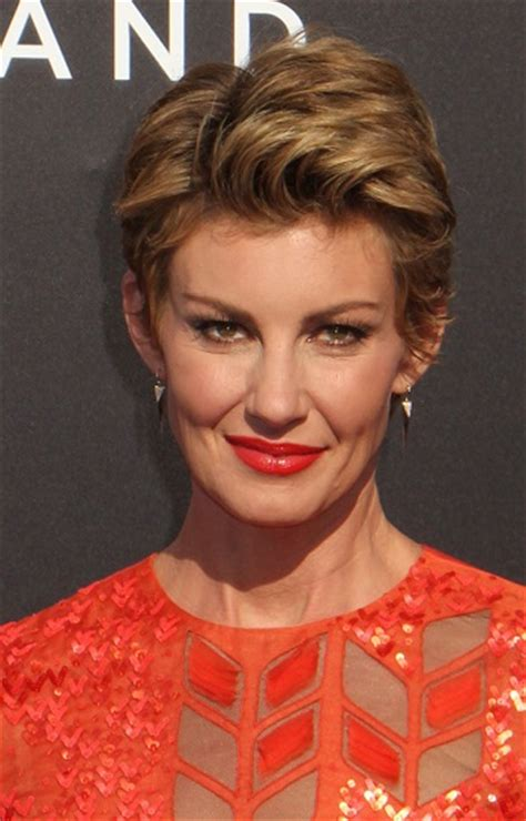 faith hill short hair 2015 faith hill medium length curly hair style faith hill