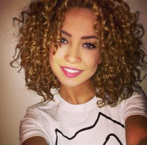 bob haircuts naturally curly hair 132 best curly beauties images on pinterest curly bob