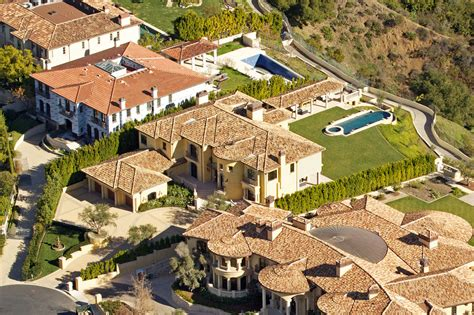 kanye west and kim kardashian house kim kardashian and kanye west house photos moejackson