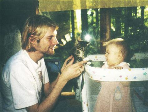kurt cobain daughter biography old photos of kurt cobain with his baby daughter vintage