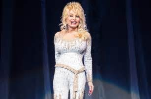 the dolly dolly parton back at no 1 on top country albums after 25