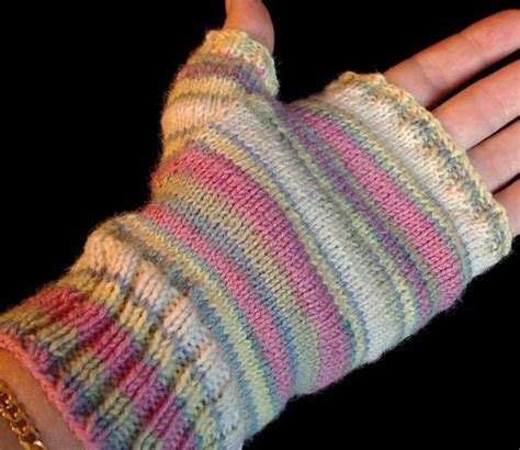 pattern for fingerless gloves pin by maxine tayek johnson on fingerless gloves mittens