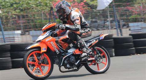 Stripingstickerlis Motor Suzuki Smash Titan 2011 suzuki smash titan yang mengacak dominasi yamaha dan honda asmarantaka s personal
