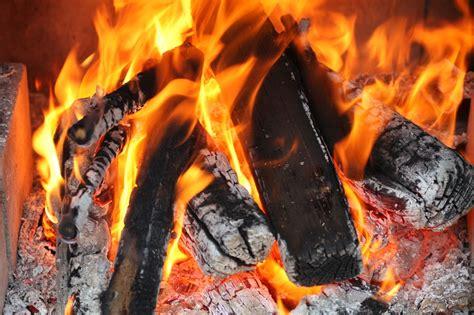 was ist ein kaminfeuer stelle pellets im kaminofen verfeuern operation eigenheim