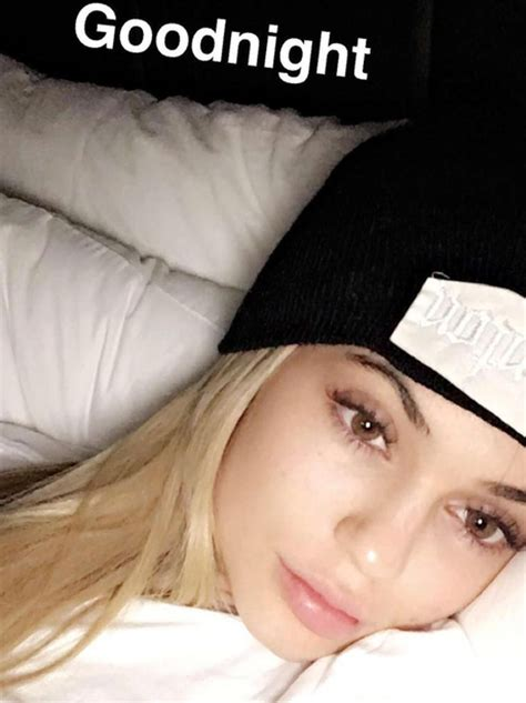 kylie jenner bed kylie jenner wears a hat to bed nonetheless she looks amazing in a no