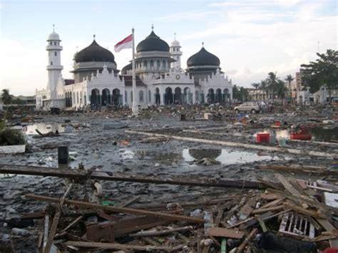 Dibalikkisahgemerlappergulatangerakansosial Di Aceh Sesudah Tsunami tsunami aceh thermonuklir atau bencana alam