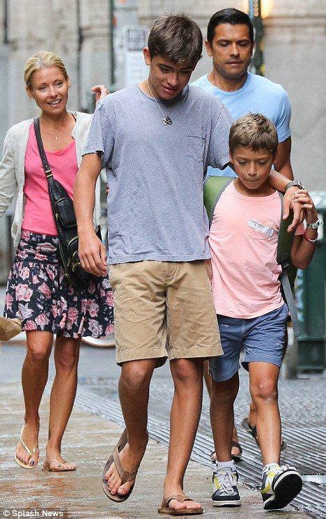 ripa sons kelly ripa daughter joaquin antonion consuelos kelly ripa kelly ripa s tall young sons are growing up fast as they