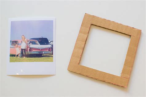 How To Make A Picture Frame Out Of Paper - how to make a cardboard diy photo frame