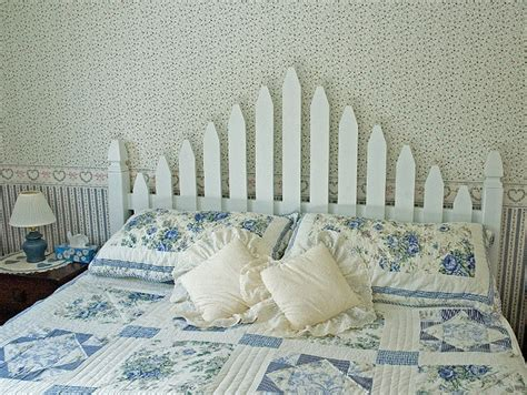 Picket Fence Bedroom Decorating Ideas by Best 25 Picket Fence Headboard Ideas On Fence