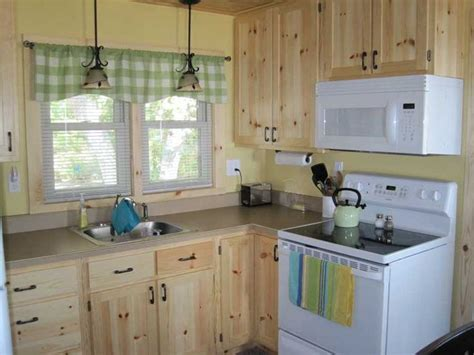 kitchen cabinets on knotty pine walls 25 best ideas about pine kitchen cabinets on pinterest