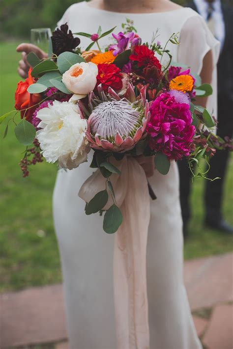 Large Wedding Flowers by 416 Best Modern Wedding Bouquets Images On