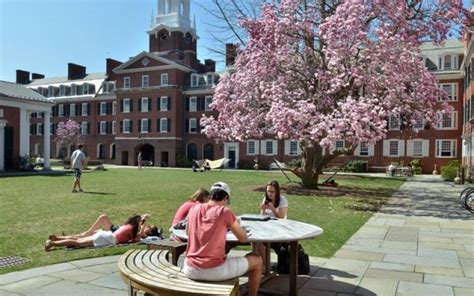 visit tour yale law school residential colleges yale college undergraduate admissions