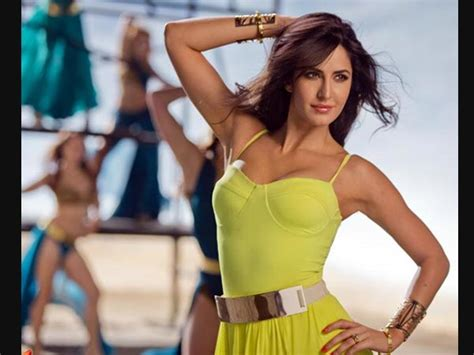 bollywood actresses charges per movie aishwarya rai bachchan deepika padukone bollywood