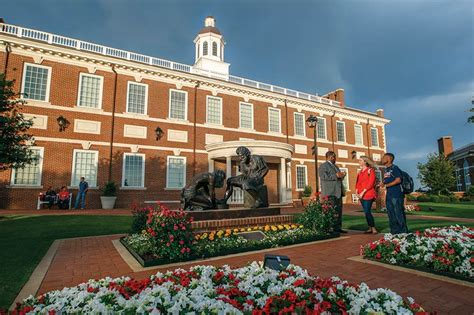 Dallas Baptist Mba Tuition by Dbu Partners With Barnes Noble College To Manage Its