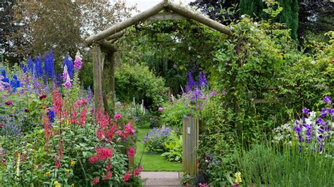 cottage garden how to make an cottage garden grow beautifully