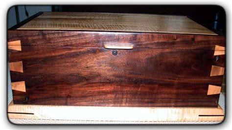 fivebraids custom woodworking walnut  maple box
