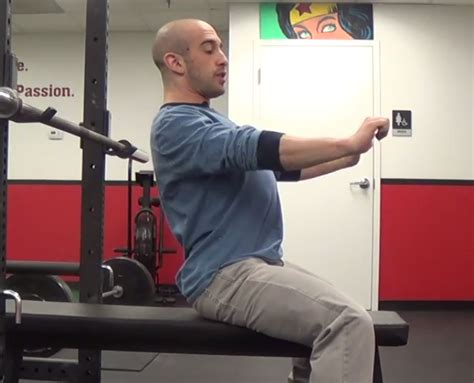bench press shoulder blades 2 common bench press mistakes and how to fix them