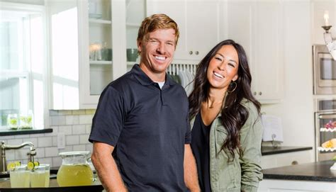 chip and joanna gaines restaurant see inside chip and joanna gaines s magnolia table simplemost