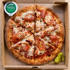 table pizza pan vs original crust pizza showdown the best delivery pizza serious eats