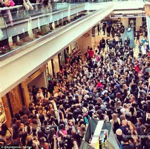 Garden State Mall Pacsun Informatapuls It S Jenner Mania Swat Team Is Called In
