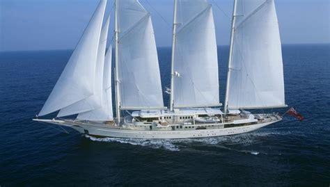 luxe zeilboot yacht sailing yacht athena royal huisman yacht harbour