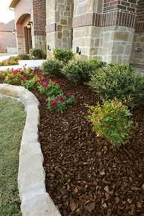 gartengestaltung mit rindenmulch landscaping ideas with black mulch home decorating ideas