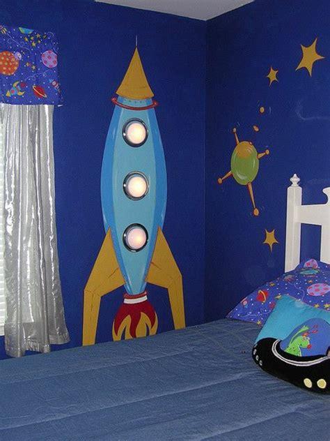 Kinderzimmer Junge Weltraum by Wandmalerei Im Kinderzimmer Ein Entz 252 Ckendes Ambiente