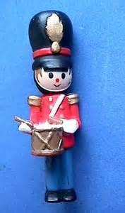 mint hallmark pin christmas drummer clothespin soldier 1970s vtg xmas holiday