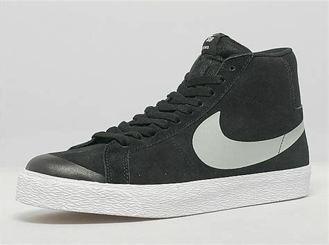 Sepatu Sneakers Nike Sb Blazer 05 nike sb blazer se black white sneakernews