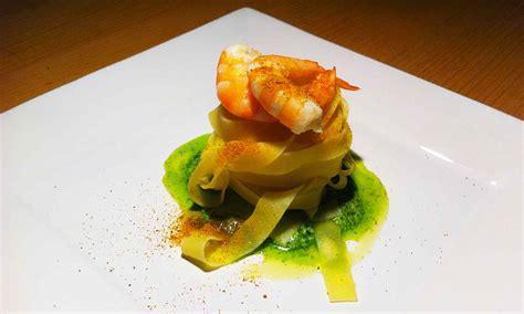 cucina gourmet ricette tagliatelle tuorlo con mazzancolle marinate e uovo 12