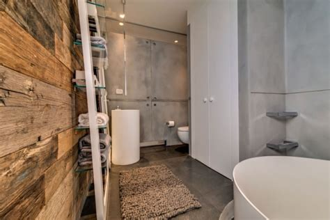 badezimmer wand badezimmer badewanne wand ideen rustikale holzdiele