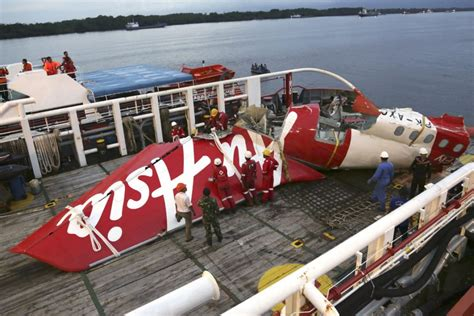 airasia indonesia pilot recruitment airasia crash caused by faulty rudder system pilot