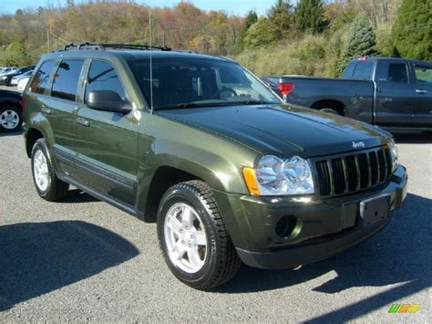 green jeep grand cherokee 2006 jeep green metallic jeep grand cherokee laredo 4x4