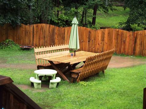backyard fence ideas to keep your backyard privacy and