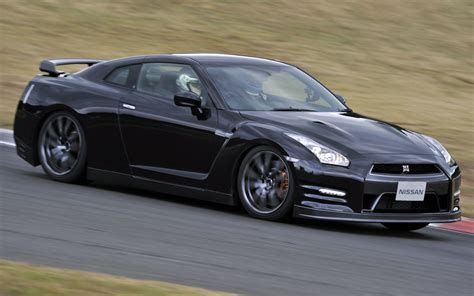 nissan skyline 2014 black 2014 nissan gt r japanese spec first drive motor trend