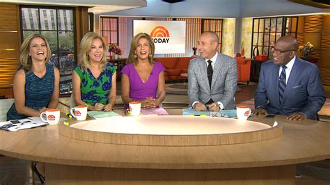 today show kathie lee and hoda take over today s anchor desk you re