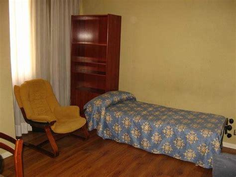 booking apartamentos juan bravo sala de estar con cama supletoria picture of