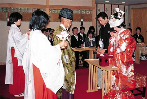 japanese wedding traditions symbolize purity and obedience easyday
