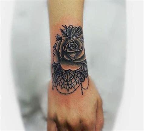 1001 id 233 es tatouage rose poignet elles poussent sur