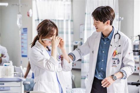 bioskopkeren romantic doctor teacher kim romantic doctor teacher kim opens to positive reviews