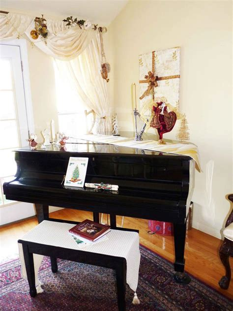 interior: Spectacular Piano Decorations with Attractive