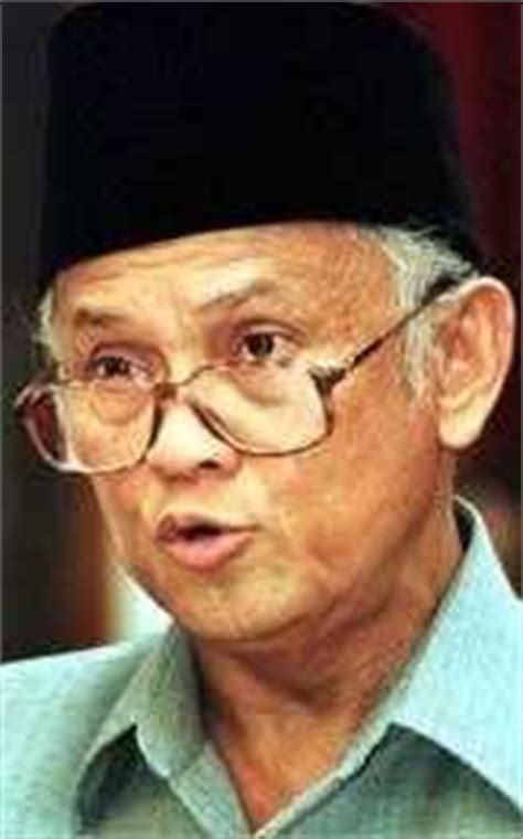 biography about bj habibie indonesian famous people bj habibie