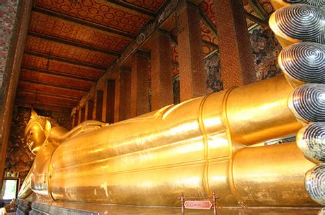 reclining buddha temple in bangkok bangkok s temple of the reclining buddha hostels com