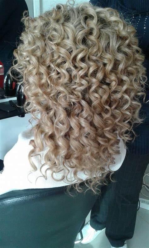a perm that doesnt look like a perm for short hair 220 ber 1 000 ideen zu long perm auf pinterest